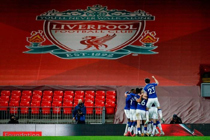 Thua trắng đại kình địch, Liverpool tái lập thảm họa trên sân nhà sau 98 năm - ảnh 1
