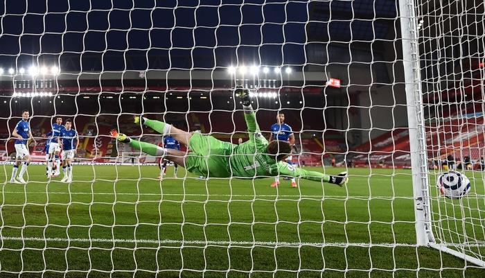 Thua trắng đại kình địch, Liverpool tái lập thảm họa trên sân nhà sau 98 năm - ảnh 4
