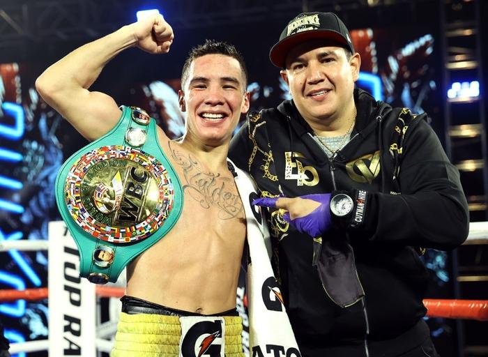 Hạ đo ván thuyết phục Miguel Berchelt, tay đấm bất bại Oscar Valdez giành về chiếc đai WBC danh giá - Ảnh 9.