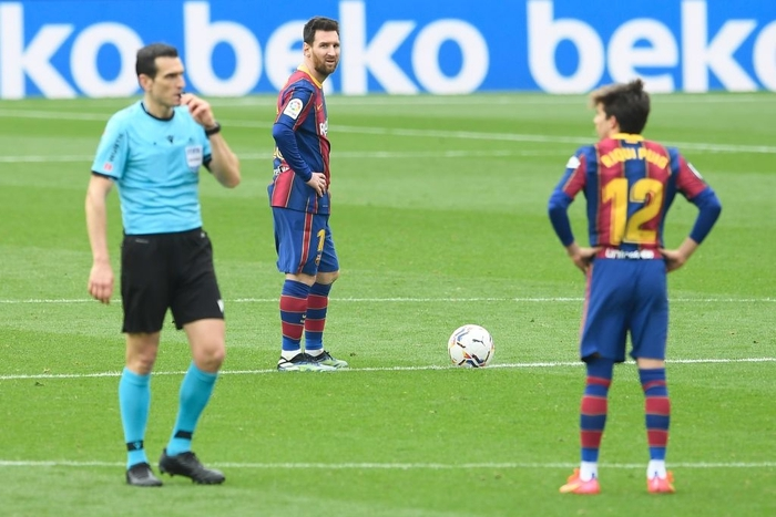 Messi ghi bàn, Barca vẫn ôm hận trước tân binh - Ảnh 1.