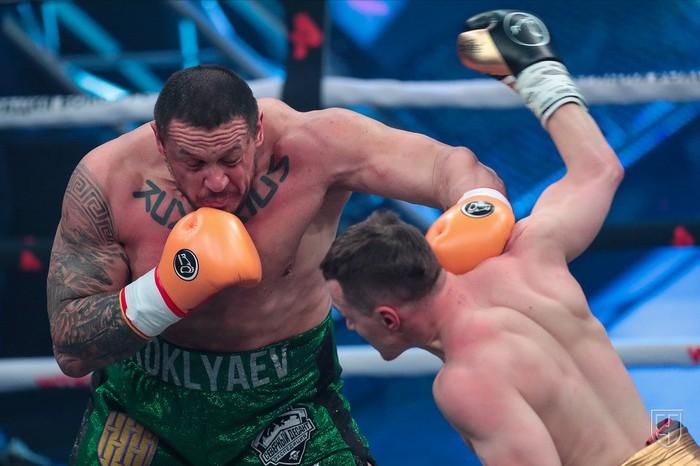 Lực sĩ thể hình đánh bại võ sĩ MMA trong trận đấu boxing siêu chênh lệch về hạng cân - Ảnh 1.
