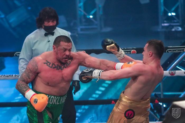Lực sĩ thể hình đánh bại võ sĩ MMA trong trận đấu boxing siêu chênh lệch về hạng cân - Ảnh 2.