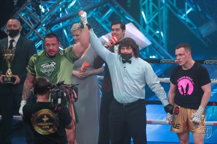 Lực sĩ thể hình đánh bại võ sĩ MMA trong trận đấu boxing siêu chênh lệch về hạng cân - Ảnh 5.
