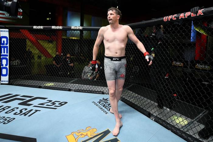 Đến giờ thi đấu nhưng chỉ một võ sĩ lên đài, UFC phải hủy kèo theo kịch bản chưa từng có - Ảnh 1.