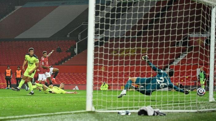 Marcus Rashford tỏa sáng giúp MU hạ Newcastle và nuôi hy vọng bám đuổi Man City - Ảnh 2.