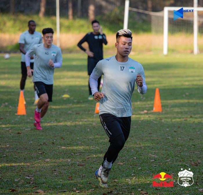 Văn Toàn, Văn Thanh hoàn tất cách ly, trở lại tập luyện cùng đồng đội ở HAGL - Ảnh 2.