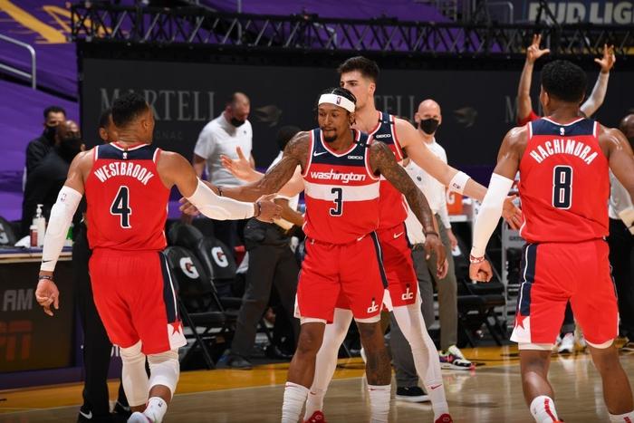 """""""Tự hủy"""" cách biệt 17 điểm, Los Angeles Lakers nhận thất bại muối mặt trước Washington Wizards - Ảnh 2."""
