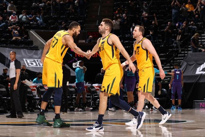 """Utah Jazz làm nên lịch sử giải đấu trong ngày """"hủy diệt"""" Charlotte Hornets - Ảnh 3."""