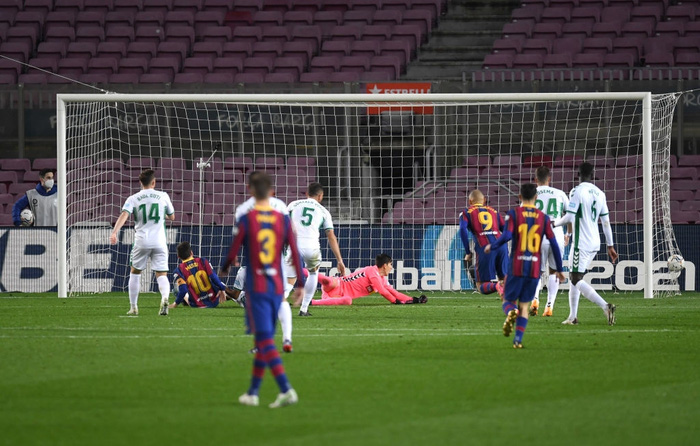 Messi tỏa sáng giúp Barca gỡ thế bế tắc trước đội áp chót La Liga - Ảnh 6.