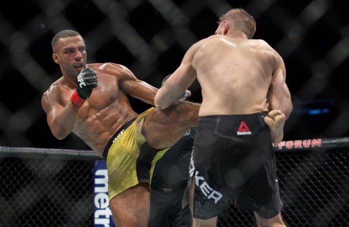 Edson Barboza gia hạn hợp đồng tại UFC - Ảnh 1.