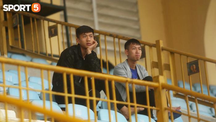 Phan Văn Đức ngồi khán đài, SLNA bị HLHT cầm chân trong trận đấu tập - Ảnh 4.