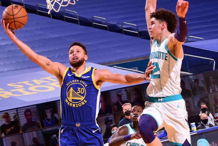 """Golden State Warriors """"dạo chơi"""" trước Charlotte Hornets trong ngày Draymond Green lập kỉ lục cá nhân - Ảnh 2."""