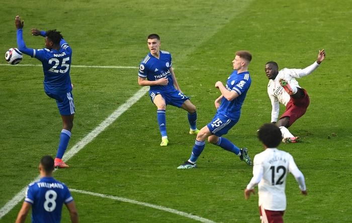 Hạ bệ cựu vương, Arsenal giúp MU giữ vững vị trí thứ 2 Ngoại hạng Anh - Ảnh 5.