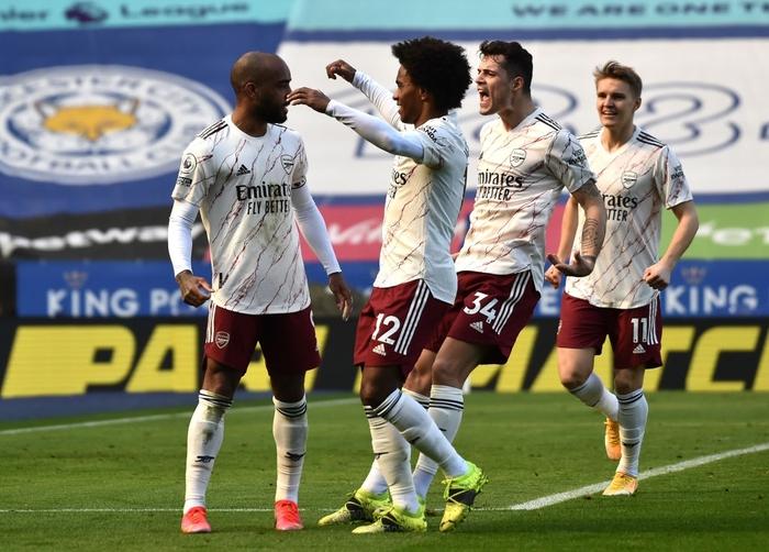 Hạ bệ cựu vương, Arsenal giúp MU giữ vững vị trí thứ 2 Ngoại hạng Anh - Ảnh 1.