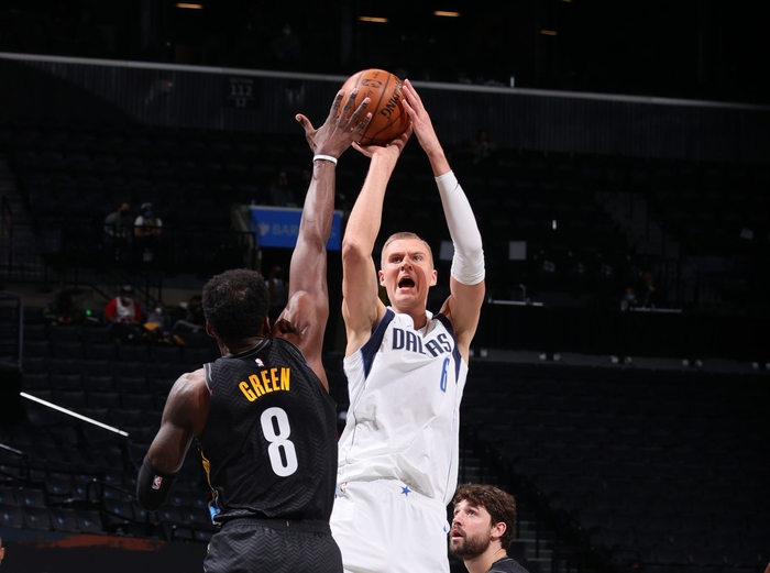 Kristap Porzingis trở lại giúp Dallas Mavericks cắt chuỗi thắng của Brooklyn Nets - Ảnh 2.