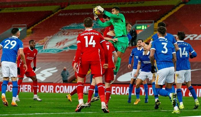 Lại thua sốc trên sân nhà, Liverpool giương cờ trắng trong cuộc đua vô địch Ngoại hạng Anh - Ảnh 6.