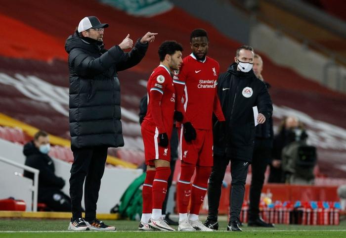 Lại thua sốc trên sân nhà, Liverpool giương cờ trắng trong cuộc đua vô địch Ngoại hạng Anh - Ảnh 5.