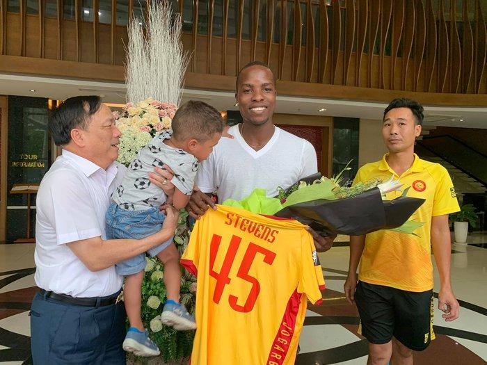 """CLB Thanh Hoá mất gần 8 tỷ đồng """"tiền dại"""" vì làm sai luật với HLV, cầu thủ nước ngoài - Ảnh 1."""