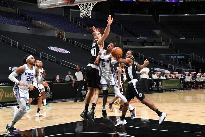Sacramento Kings đả bại Los Angeles Clippers bằng đôi cánh De'Aaron Fox - Ảnh 3.