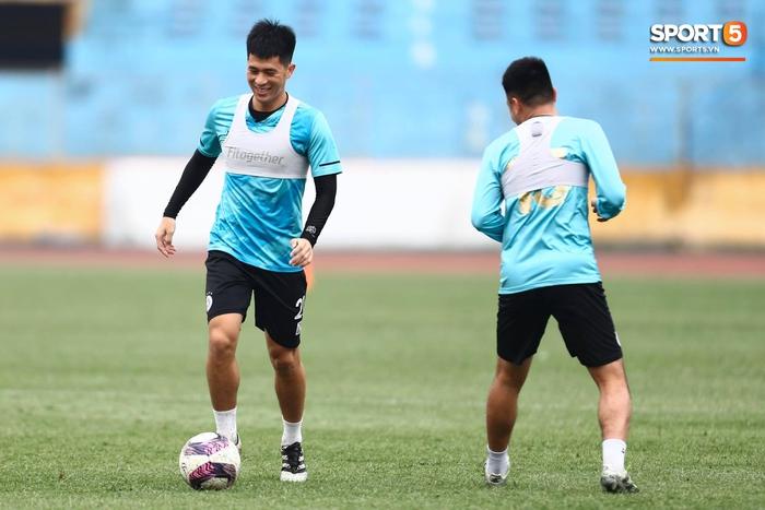 CLB Hà Nội tập luyện chuẩn bị cho trận đấu gặp đội đầu bảng Hải Phòng FC - Ảnh 4.