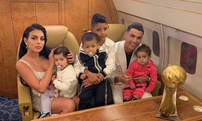 Ronaldo bị bạn gái cấm thay bóng đèn trong nhà, nghe lý do đủ biết nàng quan tâm đến chàng nhiều như thế nào - Ảnh 3.