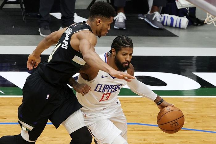 Giannis Antetokounmpo khẳng định đẳng cấp MVP, gánh cả Milwaukee Bucks trên vai - Ảnh 3.
