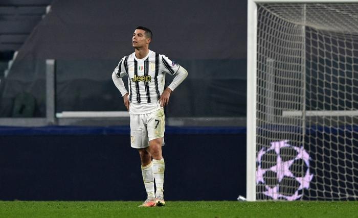 Ronaldo bị ném đá dữ dội vì sợ bóng khiến Juve cay đắng rời Champions League - Ảnh 1.