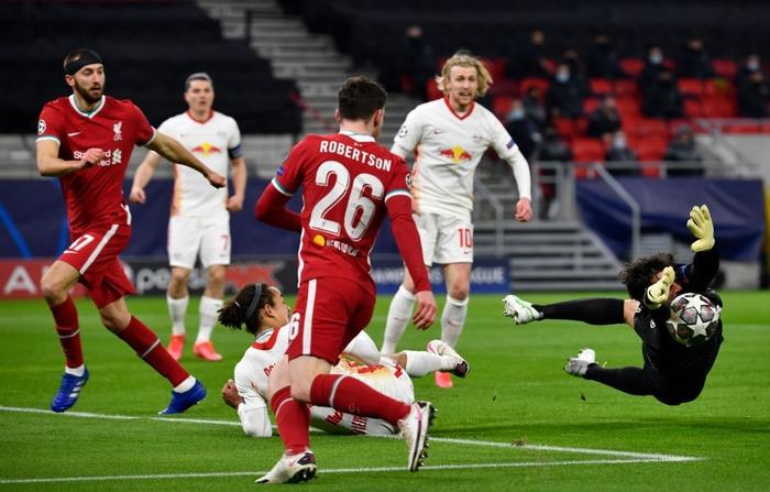 Tam tấu S-M-J tỏa sáng, Liverpool vào Tứ kết Champions League - Ảnh 2.