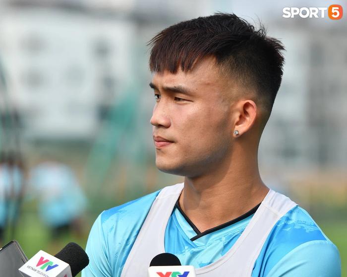 Nguyễn Hồng Sơn nói gì khi được cựu danh thủ Dương Hồng Sơn huấn luyện? - Ảnh 2.