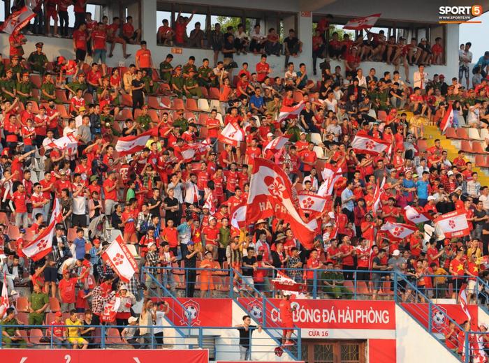 Ban tổ chức trận Hải Phòng vs Hà Nội FC vẫn mở bán 5000 vé cho khán giả vào ngày 12/3 - Ảnh 1.