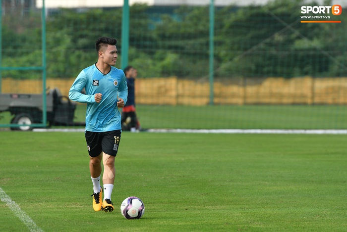 Quang Hải lủi thủi tập riêng, Hà Nội FC giữ tinh thần lạc quan trước trận đấu gặp Hải Phòng - Ảnh 3.