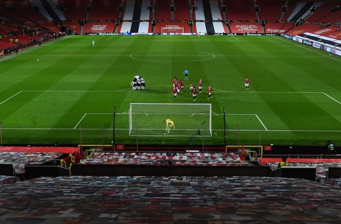 Bị AC Milan chọc thủng lưới phút bù giờ, MU gặp bất lợi ở vòng 1/8 Europa League - Ảnh 9.