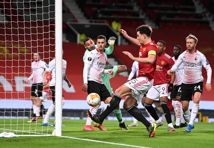 Bị AC Milan chọc thủng lưới phút bù giờ, MU gặp bất lợi ở vòng 1/8 Europa League - Ảnh 5.