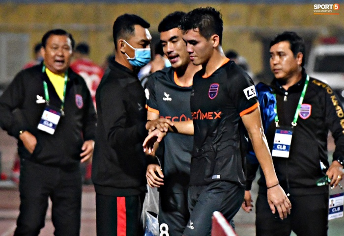 Tiến Linh quên nghi thức chào khán giả sau trận, buồn bã rời sân dù ghi bàn - Ảnh 6.