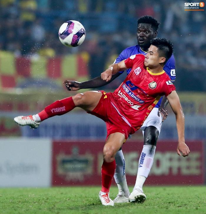Bùng nổ 6 phút đầu trận, Hà Nội FC vẫn thắng nhọc trong ngày đặc biệt ở V.League - Ảnh 8.