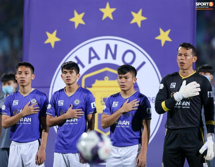 Bùng nổ 6 phút đầu trận, Hà Nội FC vẫn thắng nhọc trong ngày đặc biệt ở V.League - Ảnh 1.
