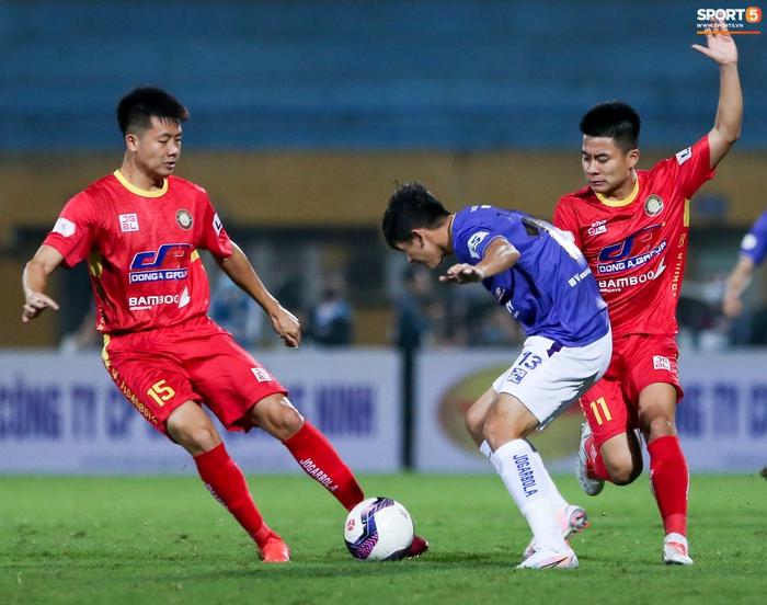 Bùng nổ 6 phút đầu trận, Hà Nội FC vẫn thắng nhọc trong ngày đặc biệt ở V.League - Ảnh 2.