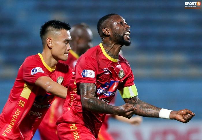 Bùng nổ 6 phút đầu trận, Hà Nội FC vẫn thắng nhọc trong ngày đặc biệt ở V.League - Ảnh 5.