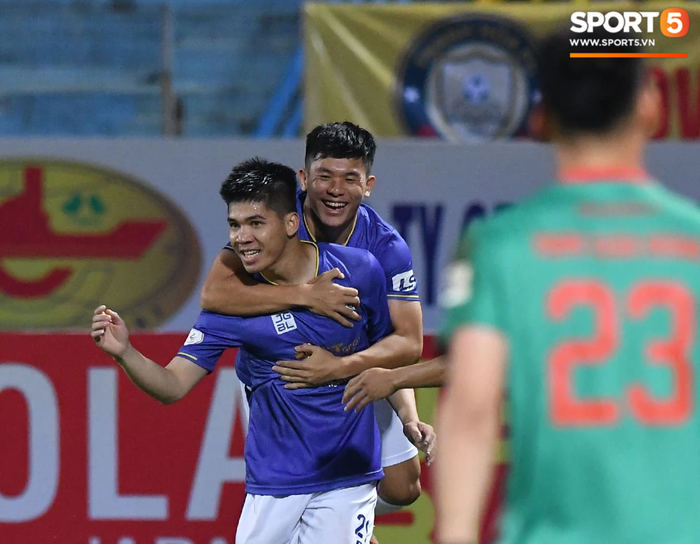 Bùng nổ 6 phút đầu trận, Hà Nội FC vẫn thắng nhọc trong ngày đặc biệt ở V.League - Ảnh 3.