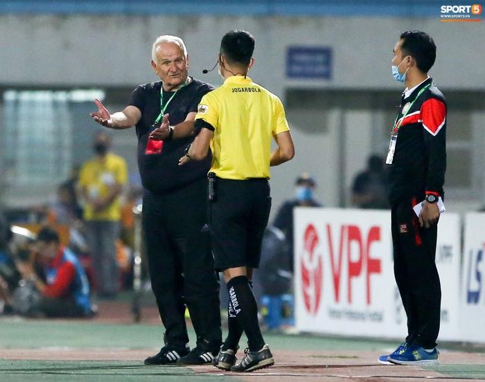 Thủ môn 10X bỏ lỡ cơ hội từ trên trời rơi xuống để ghi điểm với HLV Park Hang-seo - Ảnh 8.
