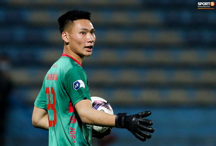 Thủ môn 10X bỏ lỡ cơ hội từ trên trời rơi xuống để ghi điểm với HLV Park Hang-seo - Ảnh 6.