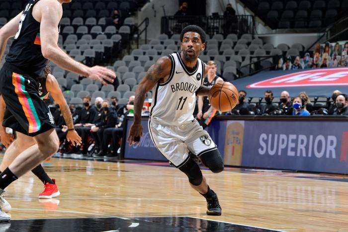 """Kyrie Irving trở lại, Brooklyn Nets vẫn """"xém chết"""" trước San Antonio Spurs - Ảnh 1."""