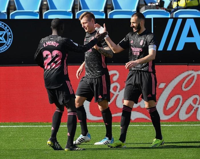 Benzema lập cú đúp, Real Madrid nhọc nhằn tiến sát ngôi đầu La Liga - Ảnh 1.