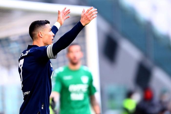 Đồng đội Ronaldo mắc sai lầm tai hại, Juve thua sốc tân binh - Ảnh 7.
