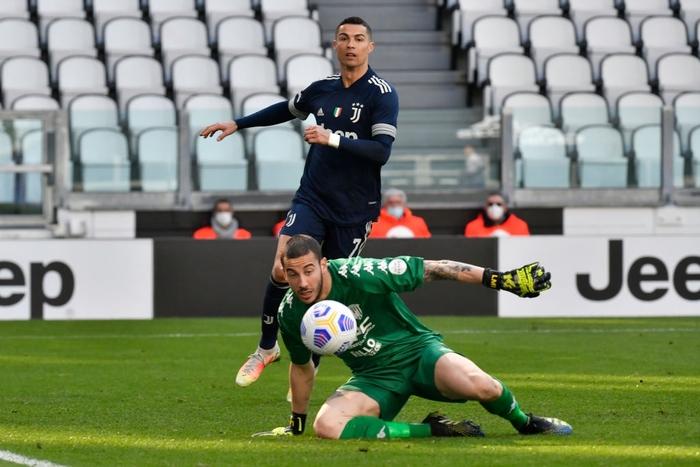 """Ronaldo trải qua kết cục đắng ngắt trong ngày vinh dự nhận áo """"The G.O.A.T"""" - Ảnh 4."""