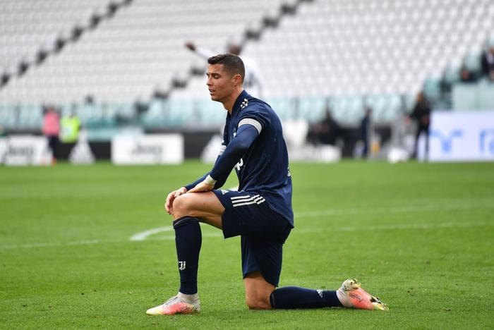 """Ronaldo trải qua kết cục đắng ngắt trong ngày vinh dự nhận áo """"The G.O.A.T"""" - Ảnh 2."""