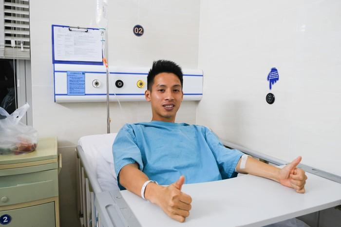 Bác sĩ phẫu thuật tiết lộ Hùng Dũng tránh được chấn thương cực nặng, sự nghiệp được bảo vệ - Ảnh 2.