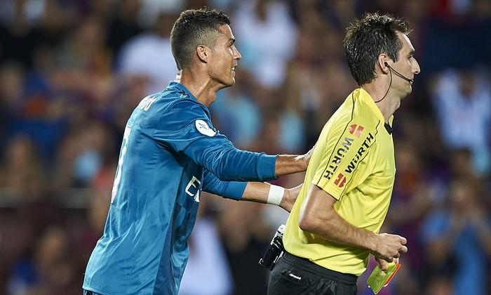 Những khoảnh khắc Ronaldo mất bình tĩnh đến cực độ - Ảnh 7.