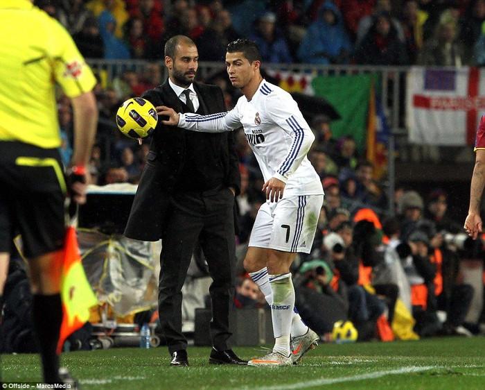 Những khoảnh khắc Ronaldo mất bình tĩnh đến cực độ - Ảnh 4.