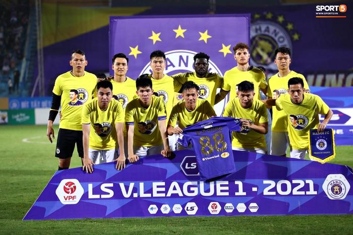 CLB Hà Nội có hành động đẹp với Hùng Dũng, khích lệ tinh thần trước trận đấu với Hồng Lĩnh Hà Tĩnh - Ảnh 1.